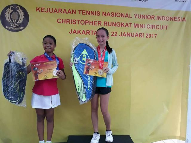 Rachel Peters, Winner of the Girls' Singles U-14